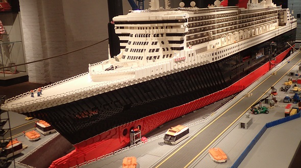 IMM - Queen Mary aus Lego